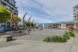 """Photo 2: 322 1783 MANITOBA Street in Vancouver: False Creek Condo for sale in """"RESIDENCES AT WEST"""" (Vancouver West)  : MLS®# R2059428"""