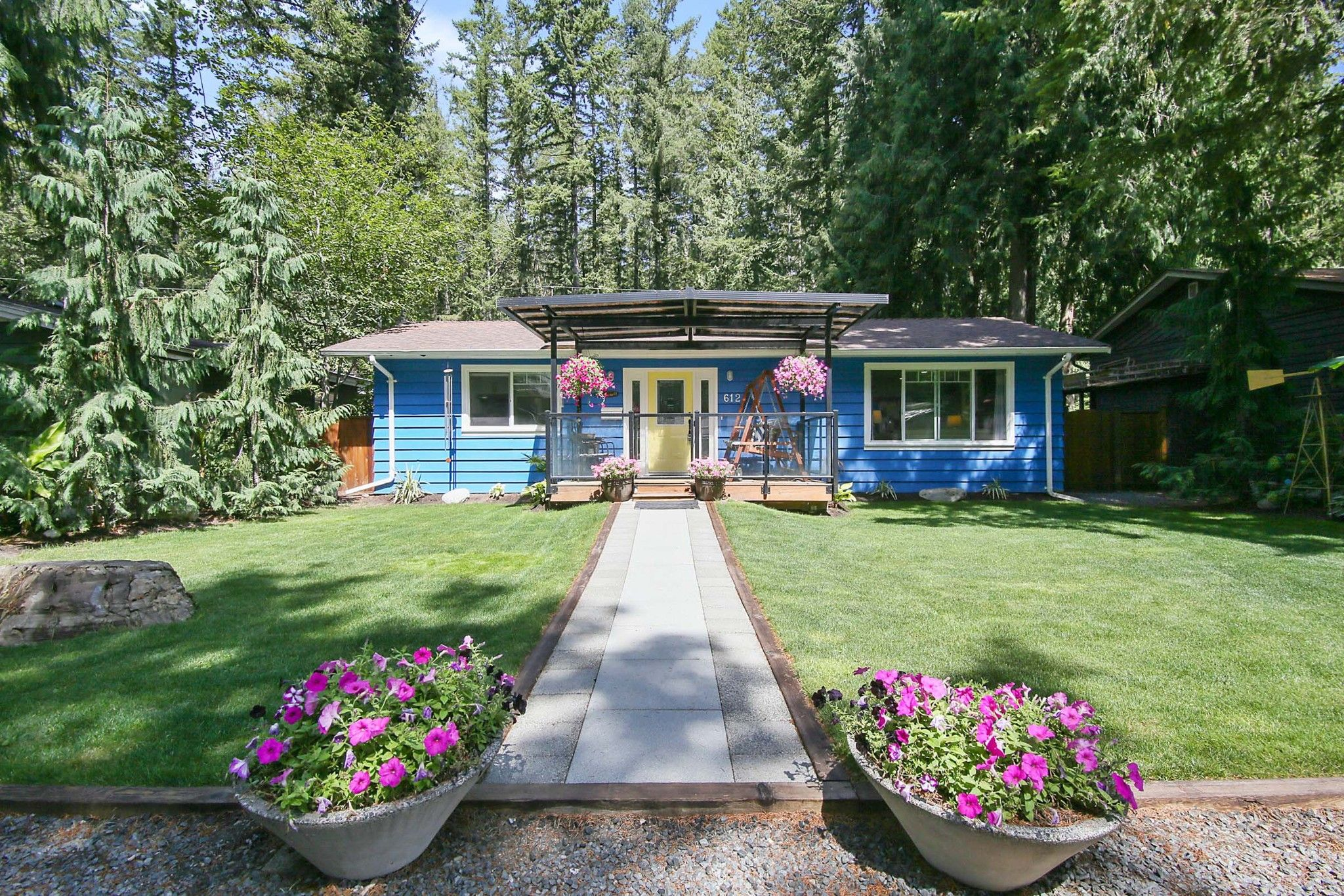 Main Photo: 612 MOUNTAIN VIEW Road in Chilliwack: Cultus Lake House for sale : MLS®# R2609015