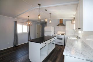 Photo 5: 14 Aspen One Drive in Steinbach: R16 Residential for sale : MLS®# 202112070