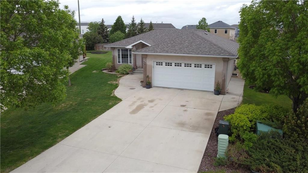 Main Photo: 22 Northview Place in Steinbach: R16 Residential for sale : MLS®# 202012587