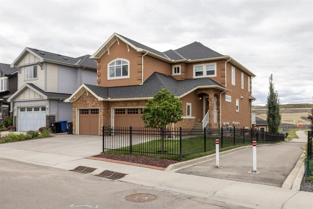 Main Photo: Spacious and Beautiful Valley Ridge Home backing out on to the Ravine