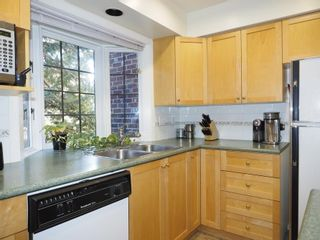 """Photo 8: 214 2320 W 40TH Avenue in Vancouver: Kerrisdale Condo for sale in """"MANOR GARDENS"""" (Vancouver West)  : MLS®# R2061277"""