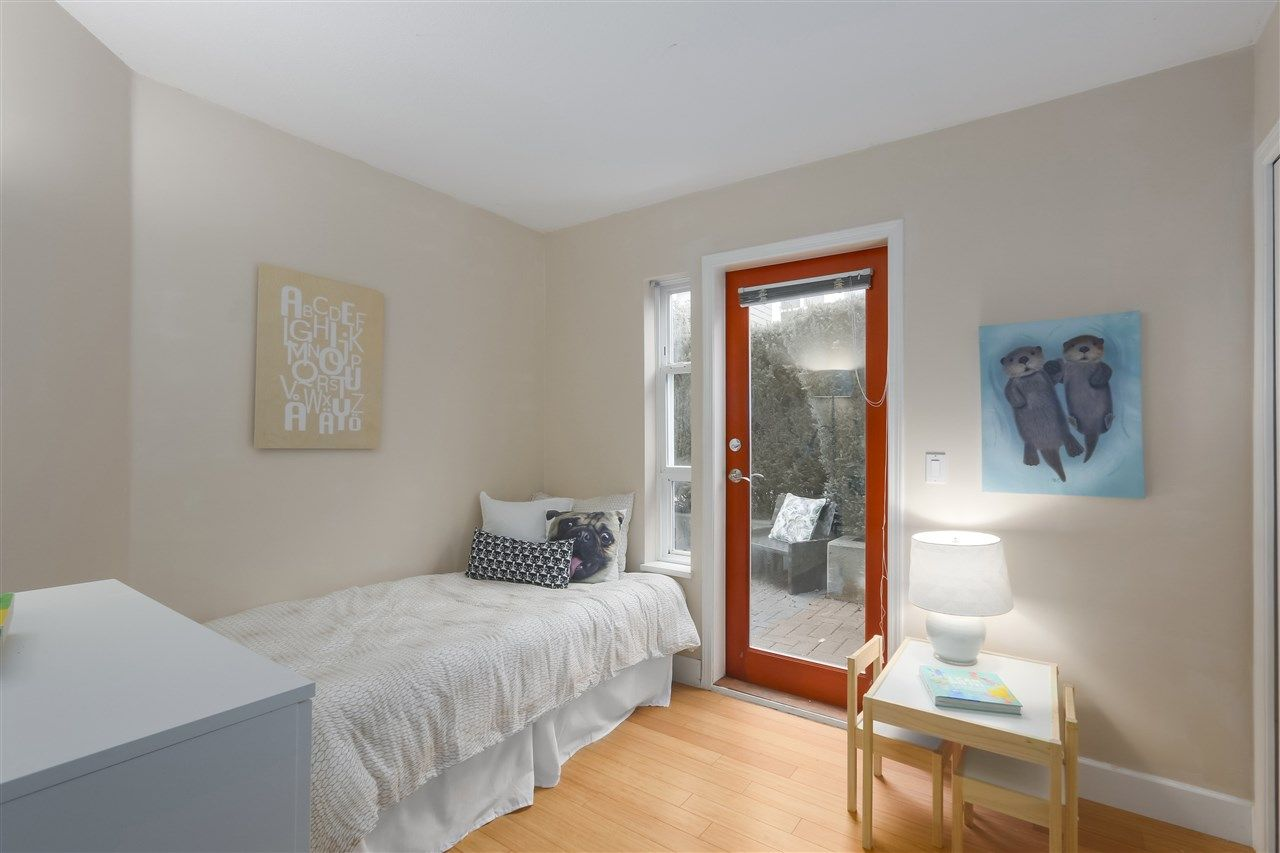"""Photo 13: Photos: 103 657 W 7TH Avenue in Vancouver: Fairview VW Townhouse for sale in """"THE IVYS"""" (Vancouver West)  : MLS®# R2348649"""