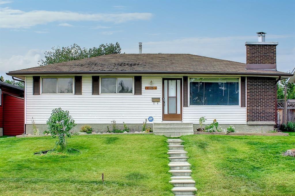 Main Photo: 1807 62 Street NE in Calgary: Pineridge Detached for sale : MLS®# A1145311