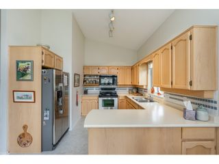 """Photo 7: 98 9012 WALNUT GROVE Drive in Langley: Walnut Grove Townhouse for sale in """"Queen Anne Green"""" : MLS®# R2456444"""