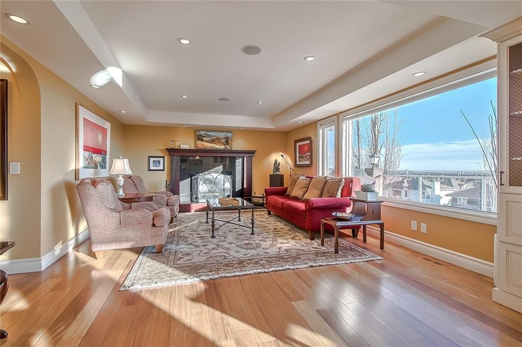 Photo 7: Photos: 153 SIGNATURE Close SW in Calgary: Signal Hill Detached for sale : MLS®# C4283177