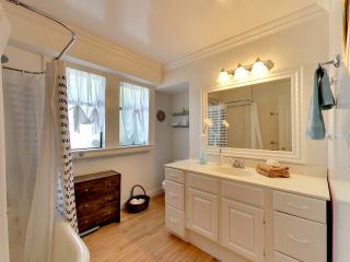 """Photo 15: 2271 WATERLOO Street in Vancouver: Kitsilano House for sale in """"KITSILANO!"""" (Vancouver West)  : MLS®# R2086702"""