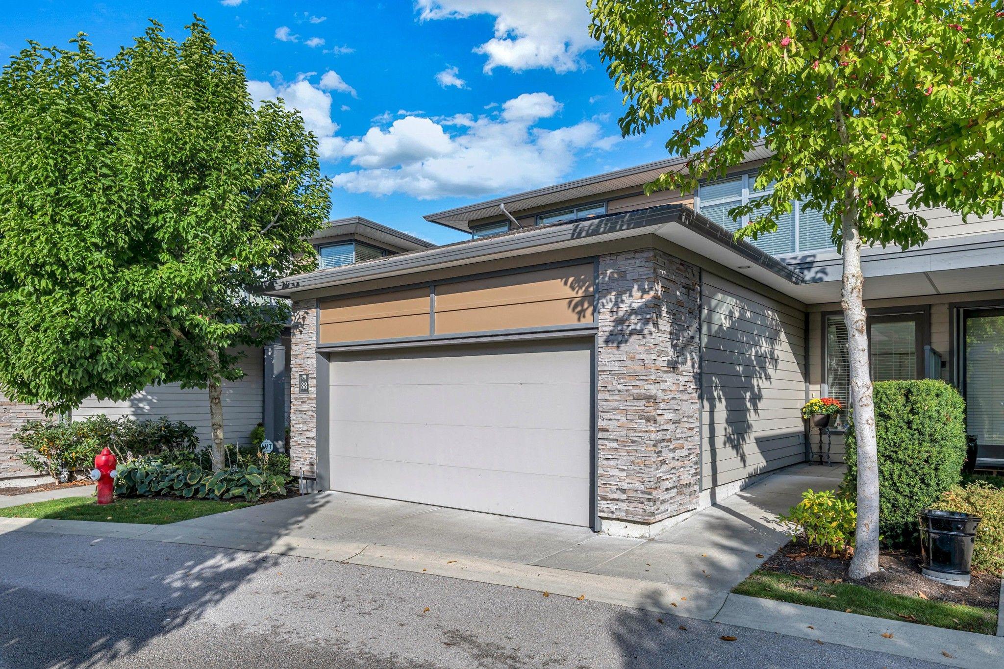 "Main Photo: 88 2603 162 Street in Surrey: Grandview Surrey Townhouse for sale in ""VINTERRA VILLAS"" (South Surrey White Rock)  : MLS®# R2409533"