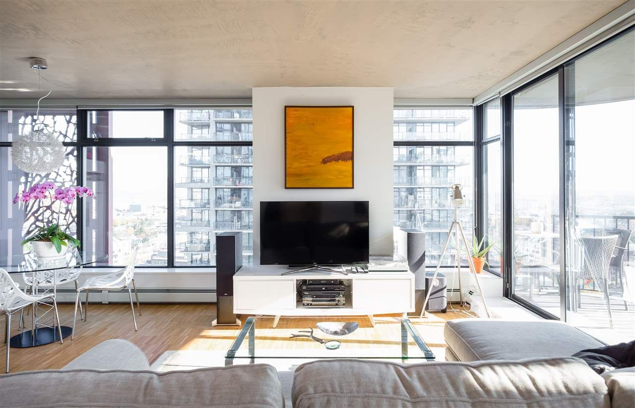 """Main Photo: 2106 128 W CORDOVA Street in Vancouver: Downtown VW Condo for sale in """"WOODWARDS W43"""" (Vancouver West)  : MLS®# R2222089"""