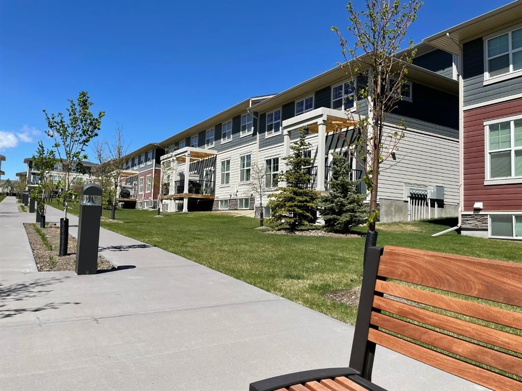 Main Photo: 602 428 Nolan Hill Drive NW in Calgary: Nolan Hill Row/Townhouse for sale : MLS®# A1110657