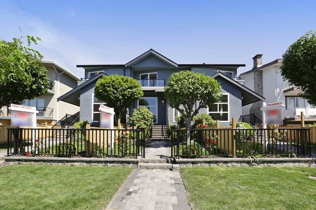 Main Photo: 264 E 9TH Street in North Vancouver: Central Lonsdale 1/2 Duplex for sale : MLS®# R2206867