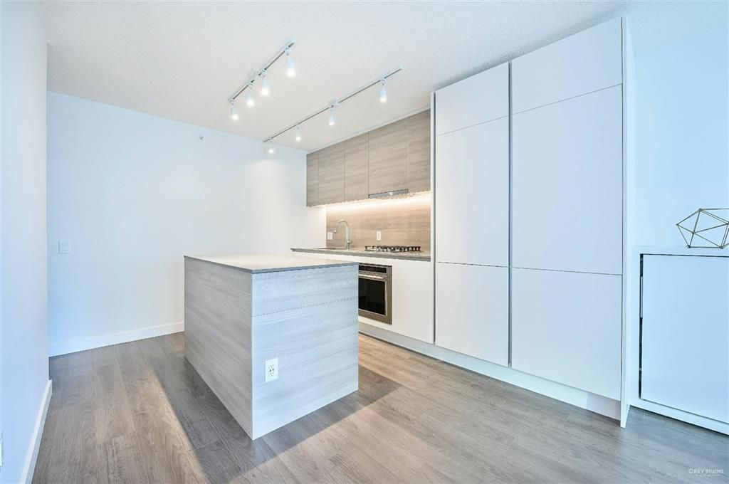 Photo 4: Photos: 2406 - 908 Quayside Drive in New Westminster: Quay Condo for sale