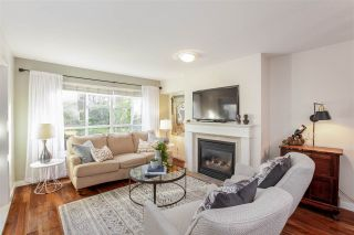 """Photo 3: 106 2161 W 12TH Avenue in Vancouver: Kitsilano Condo for sale in """"The Carlings"""" (Vancouver West)  : MLS®# R2427878"""