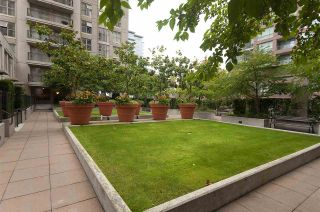 """Photo 9: 308 969 RICHARDS Street in Vancouver: Downtown VW Condo for sale in """"MONDRIAN 2"""" (Vancouver West)  : MLS®# R2541795"""