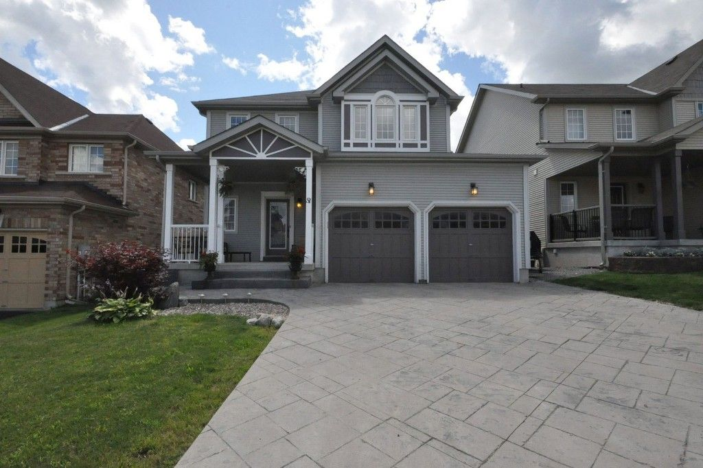 Main Photo: : Freehold for sale : MLS®# N2707933