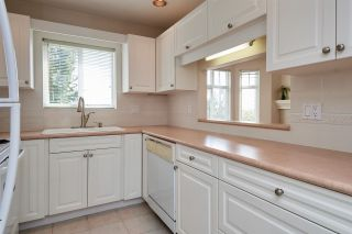"""Photo 8: 206 257 E KEITH Road in North Vancouver: Lower Lonsdale Condo for sale in """"McNair Park"""" : MLS®# R2398513"""