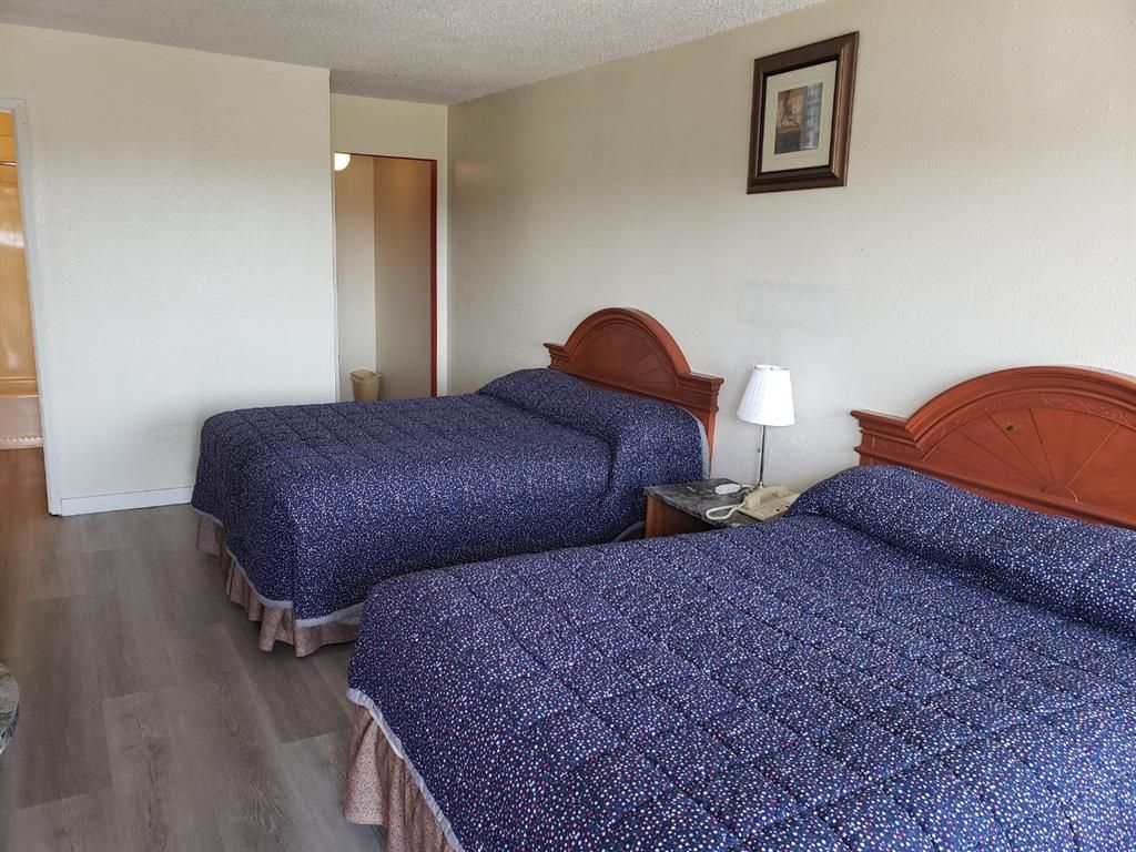 Main Photo: : Red Deer Hotel/Motel for sale : MLS®# A1112252