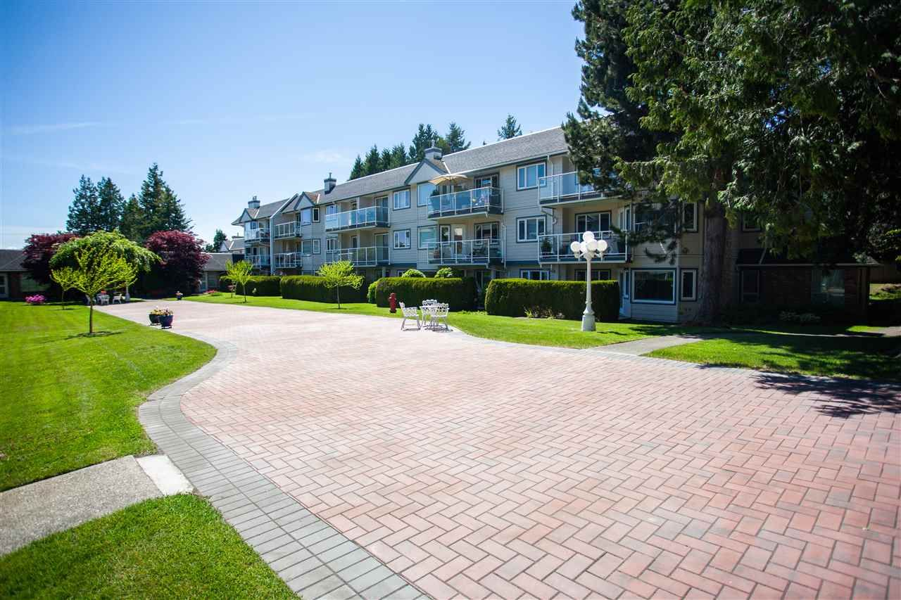 "Main Photo: 107 13959 16 Avenue in Surrey: Crescent Bch Ocean Pk. Condo for sale in ""White Rock Village (Wiltshire House)"" (South Surrey White Rock)  : MLS®# R2458078"