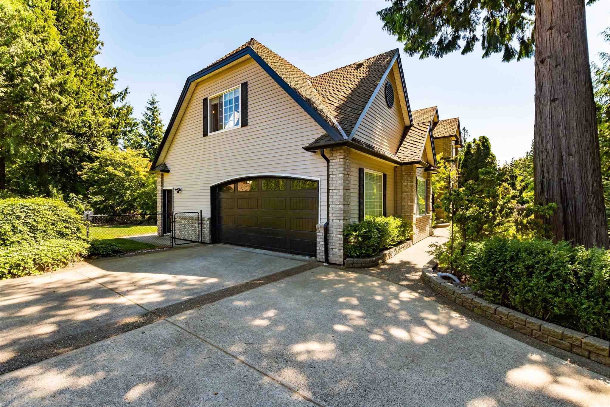 """Main Photo: 9950 STONEGATE Place in Chilliwack: Little Mountain House for sale in """"STONEGATE PLACE"""" : MLS®# R2604740"""