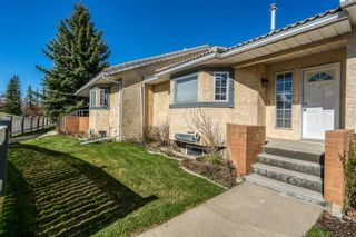 Main Photo: 39 Richelieu Court SW in Calgary: Lincoln Park Row/Townhouse for sale : MLS®# A1104152