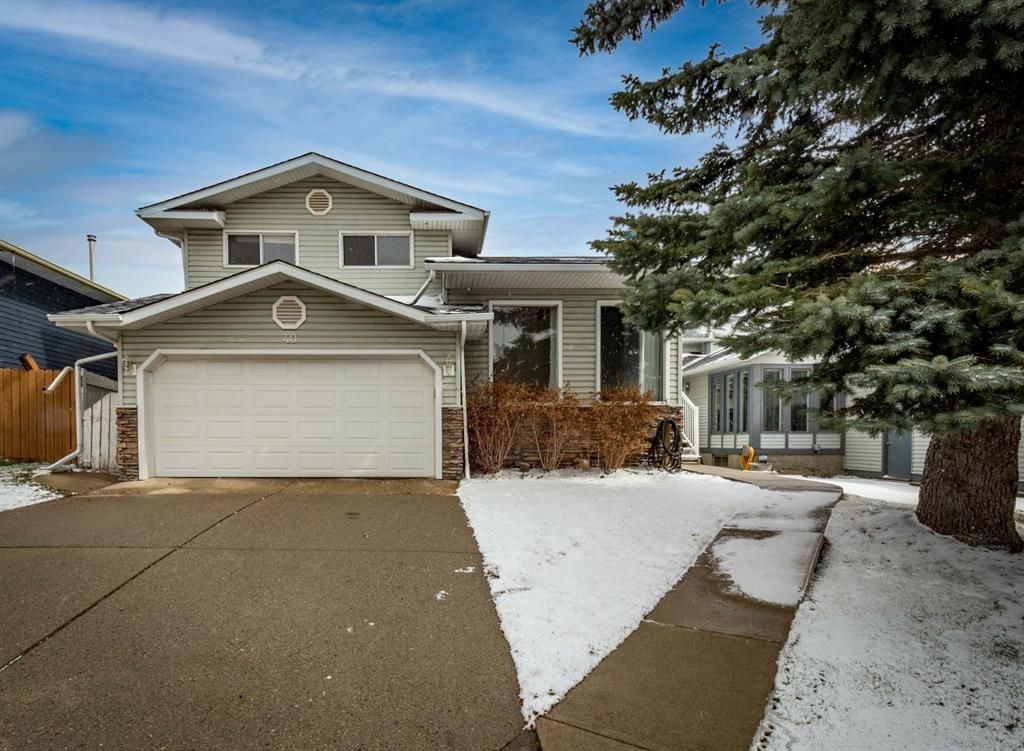 Main Photo: 40 Scenic Cove Circle NW in Calgary: Scenic Acres Detached for sale : MLS®# A1126345