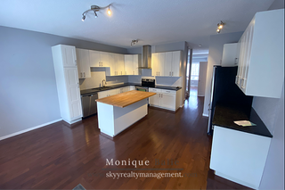 Photo 3: 9109 98 Ave in Edmonton: Townhouse for rent