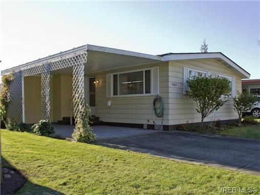 Main Photo: 9405 Brookwood Dr in SIDNEY: Si Sidney South-West Manufactured Home for sale (Sidney)  : MLS®# 686741