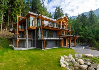 Photo 1: 989 COPPER Drive in Squamish: Britannia Beach House for sale : MLS®# R2543759
