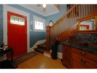 Photo 2: 326 3RD Street in New Westminster: Queens Park House for sale : MLS®# V882156
