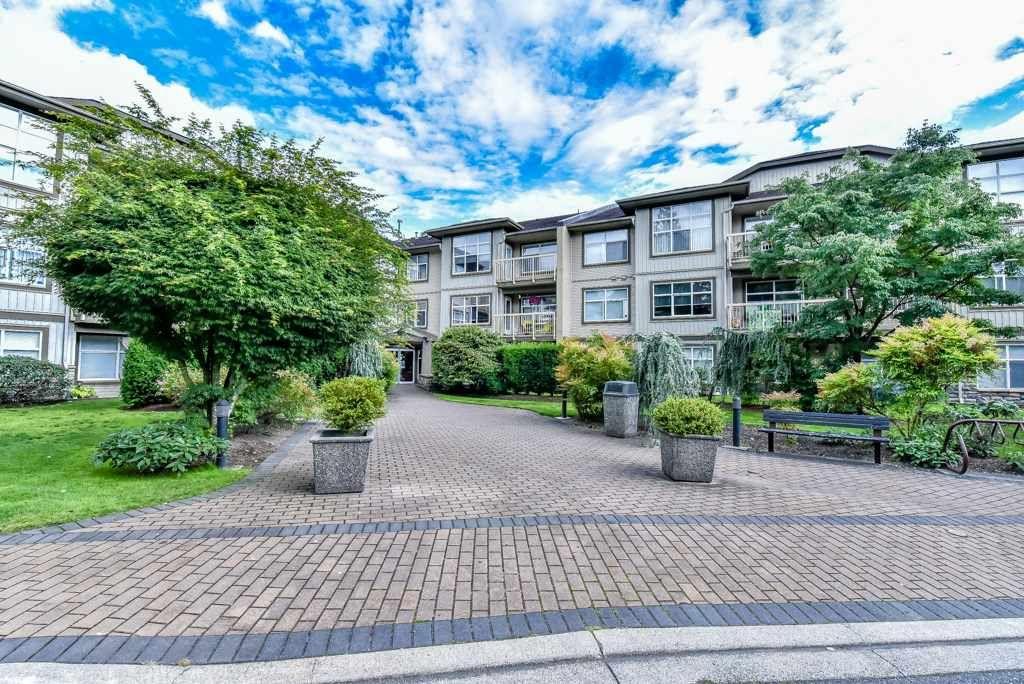 Main Photo: 202 14885 105 AVENUE in Surrey: Guildford Condo for sale (North Surrey)  : MLS®# R2091321