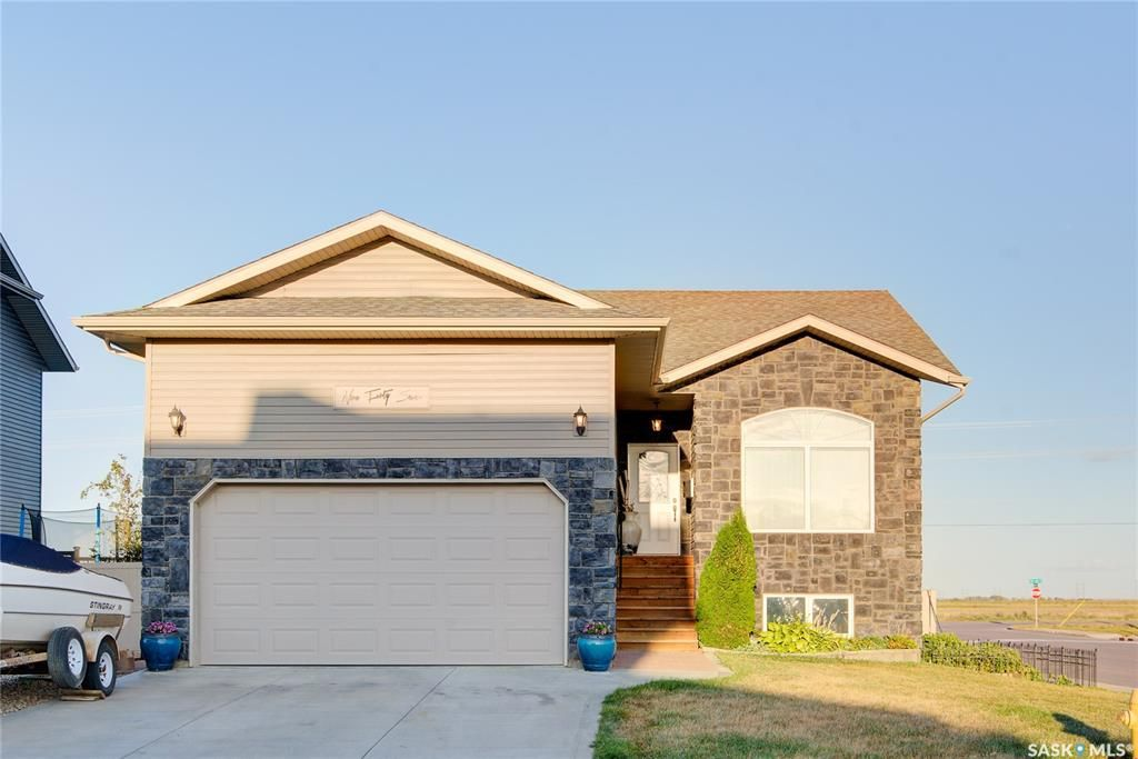 Main Photo: 947 Coppermine Way in Martensville: Residential for sale : MLS®# SK849342