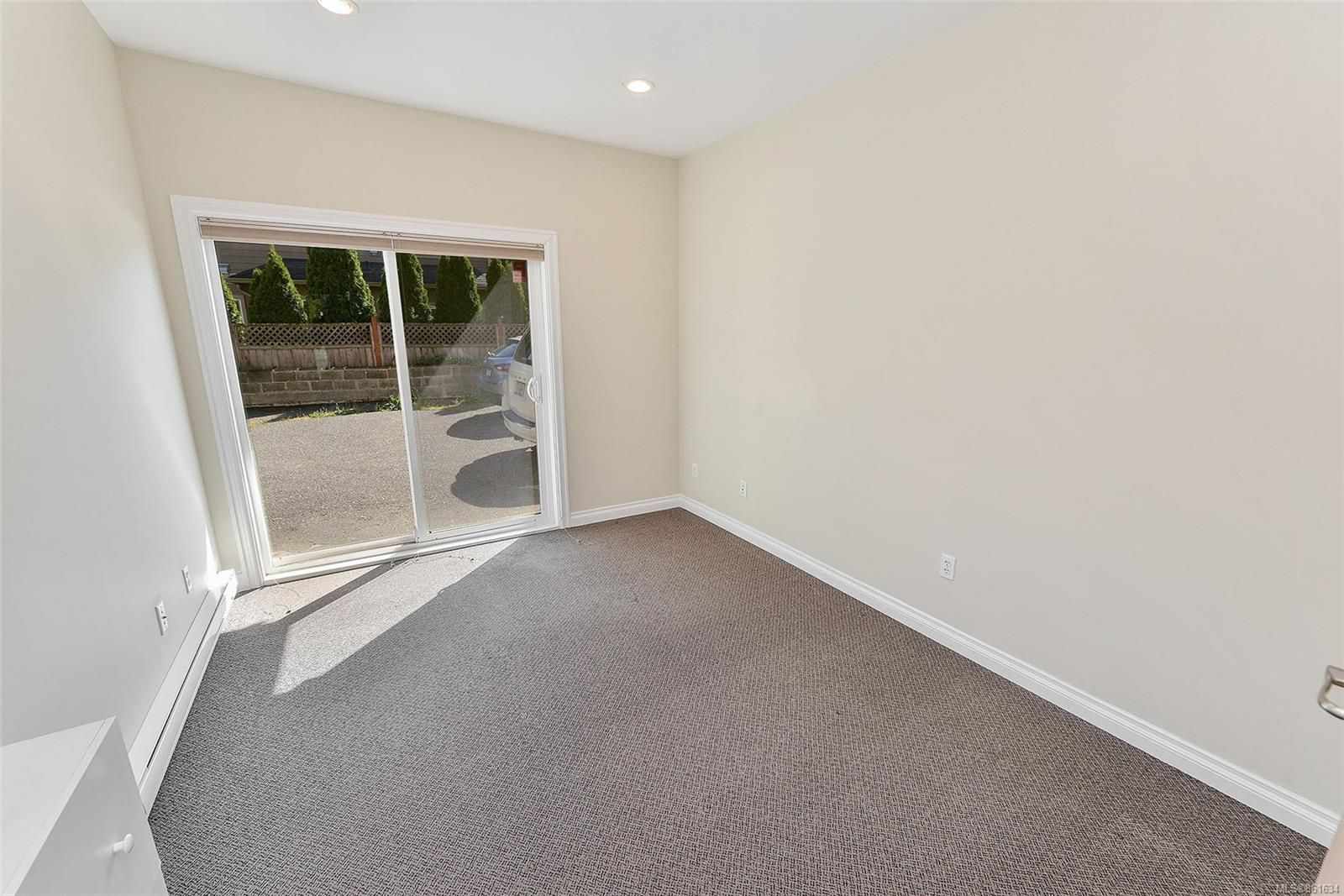 Photo 8: Photos: 367 E Burnside Rd in : Vi Burnside Quadruplex for sale (Victoria)  : MLS®# 861634