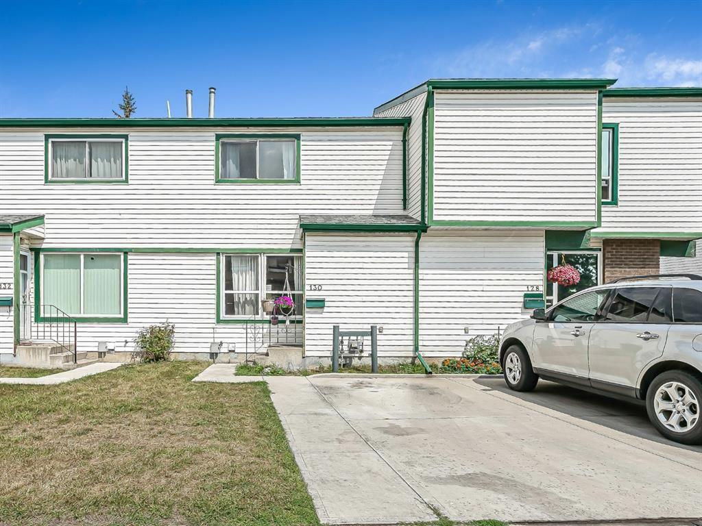 Main Photo: 130 Pennsylvania Road SE in Calgary: Penbrooke Meadows Row/Townhouse for sale : MLS®# A1136536