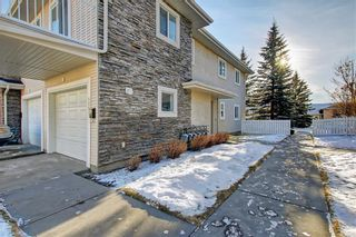 Photo 3: 6807 Pinecliff Grove NE in Calgary: Pineridge Row/Townhouse for sale : MLS®# A1121395