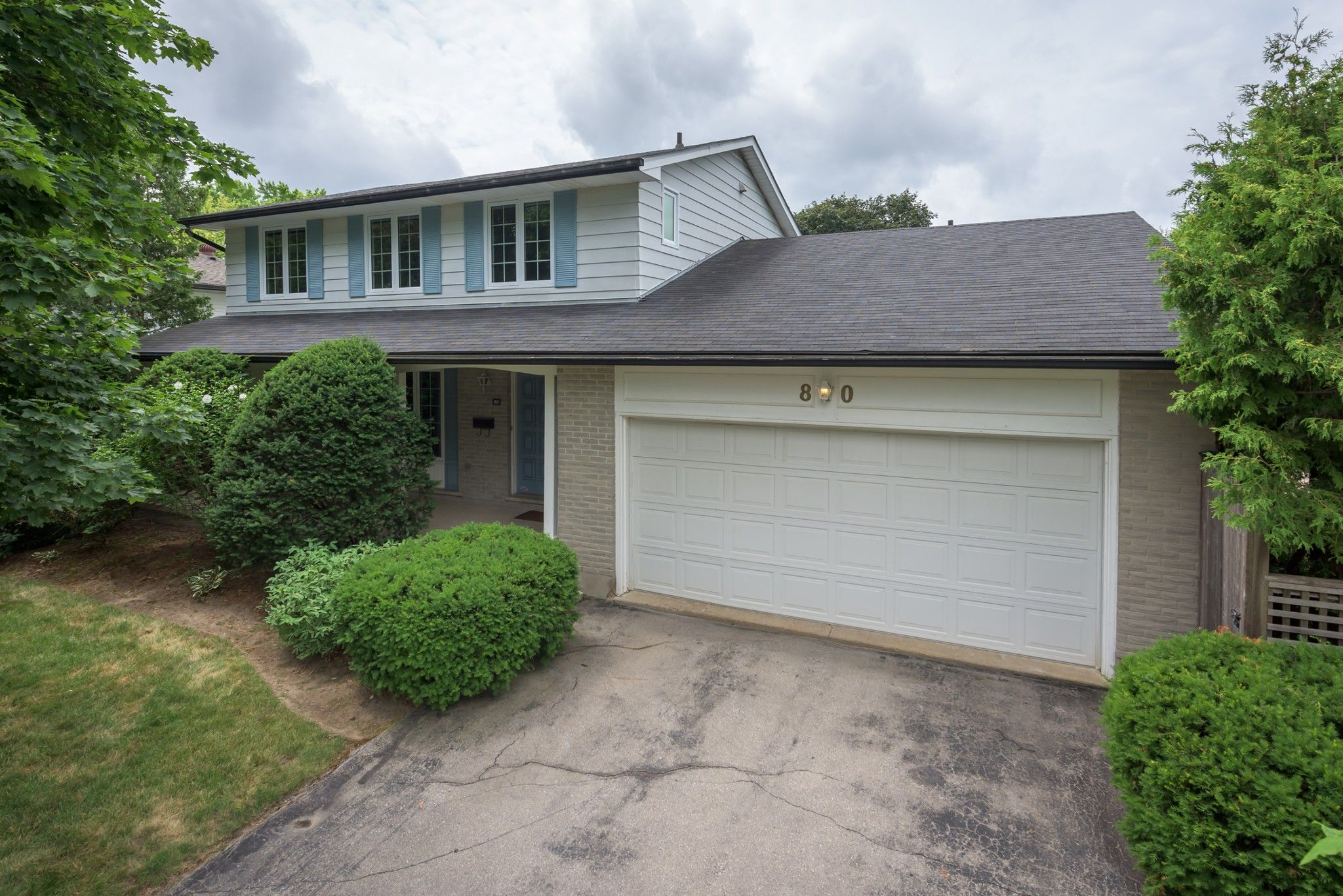 Main Photo: 80 CUMBERLAND Crescent in London: Property for sale : MLS®# 275329