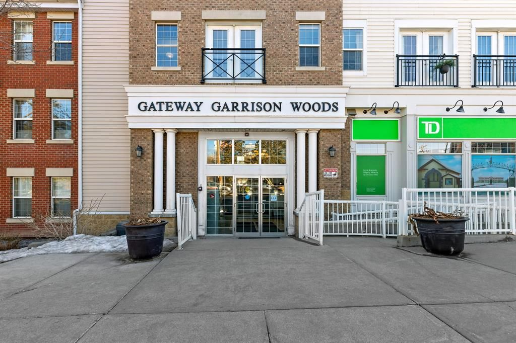 Main Photo: 312 2233 34 Avenue SW in Calgary: Garrison Woods Apartment for sale : MLS®# A1081136