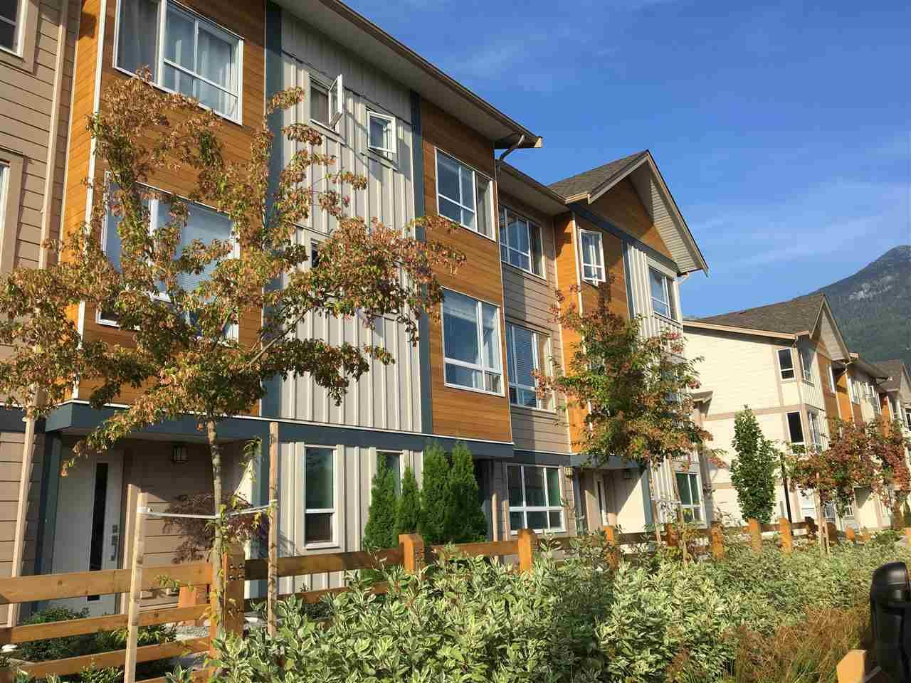 """Main Photo: 3 1188 WILSON Crescent in Squamish: Downtown SQ Townhouse for sale in """"Current"""" : MLS®# R2201514"""