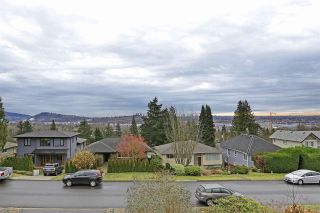 Photo 1: 1140 CLOVERLEY Street in North Vancouver: Calverhall House for sale : MLS®# R2338159