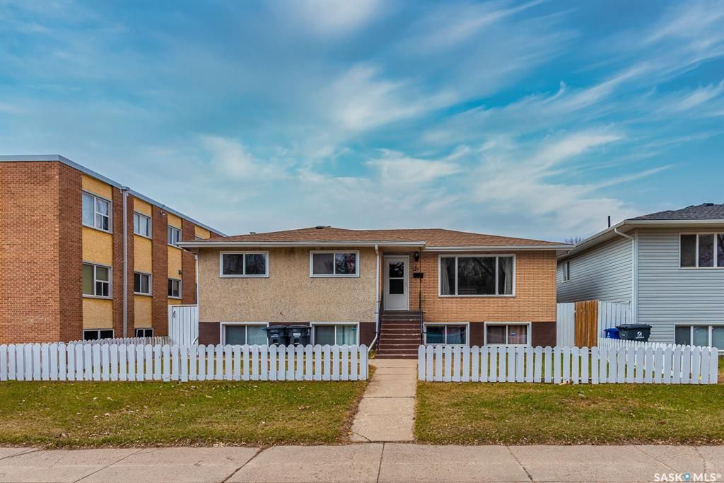 Main Photo: 129 T Avenue South in Saskatoon: Pleasant Hill Residential for sale : MLS®# SK850246