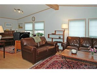 Photo 4: SAANICHTON MOBILE HOME = SAANICHTON REAL ESTATE Sold With Ann Watley! Call (250) 656-0131