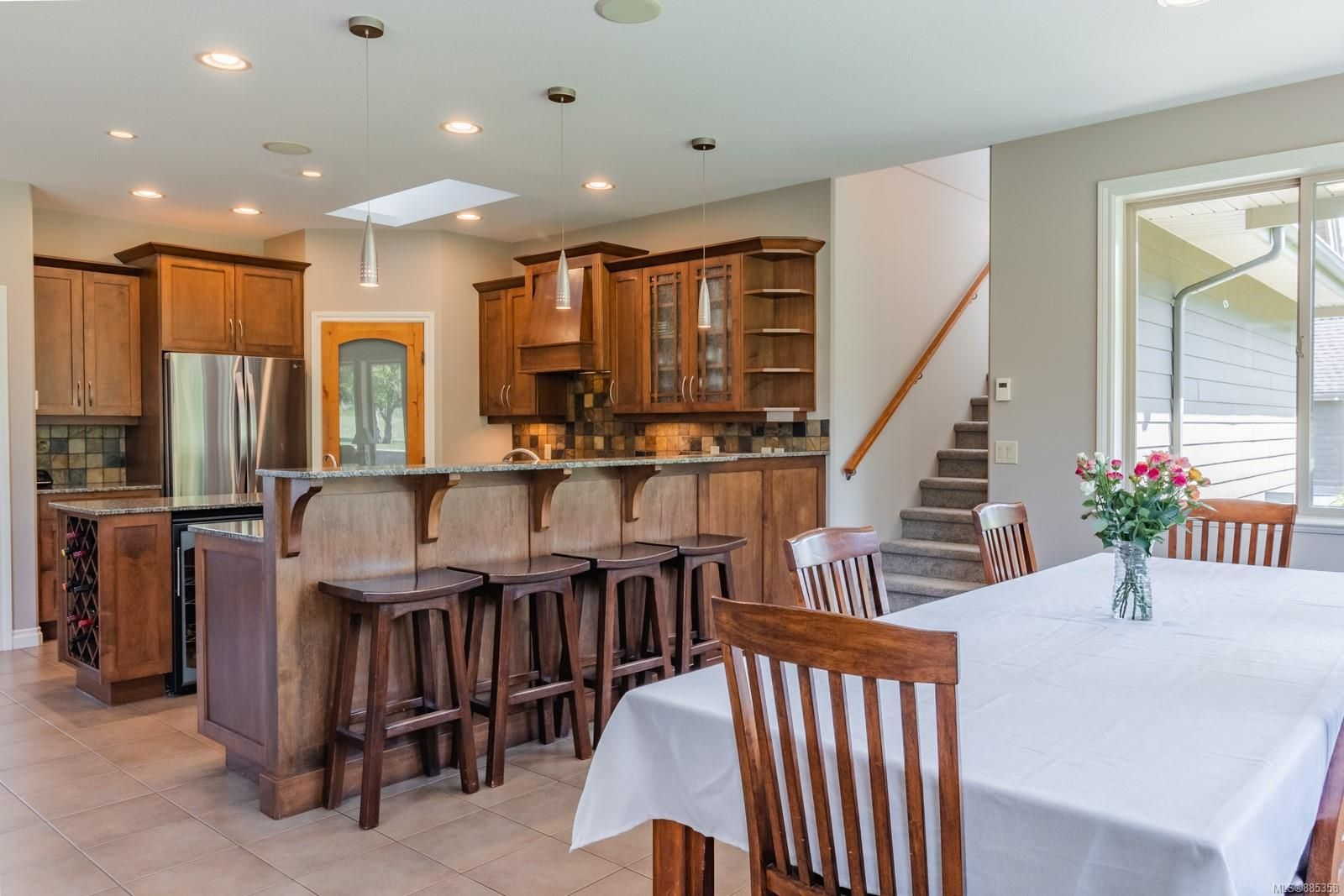 Photo 5: Photos: 2850 Peters Rd in : PQ Qualicum Beach House for sale (Parksville/Qualicum)  : MLS®# 885358