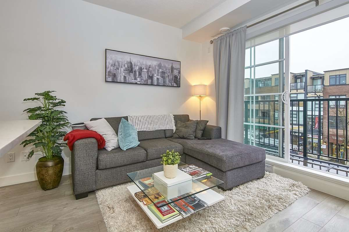 "Main Photo: 303 2141 E HASTINGS Street in Vancouver: Hastings Sunrise Condo for sale in ""The Oxford"" (Vancouver East)  : MLS®# R2431561"