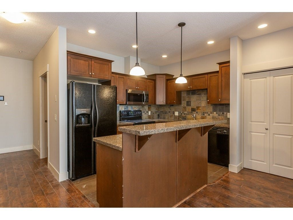 """Main Photo: 211 45615 BRETT Avenue in Chilliwack: Chilliwack W Young-Well Condo for sale in """"The Regent"""" : MLS®# R2316866"""