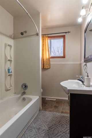 Photo 8: 129 T Avenue South in Saskatoon: Pleasant Hill Residential for sale : MLS®# SK850246