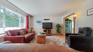Photo 2: 40801 PERTH Drive in Squamish: Garibaldi Highlands House for sale : MLS®# R2565578