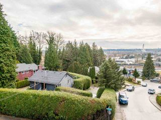 Photo 4: 301 MARINER Way in Coquitlam: Coquitlam East House for sale : MLS®# R2533632