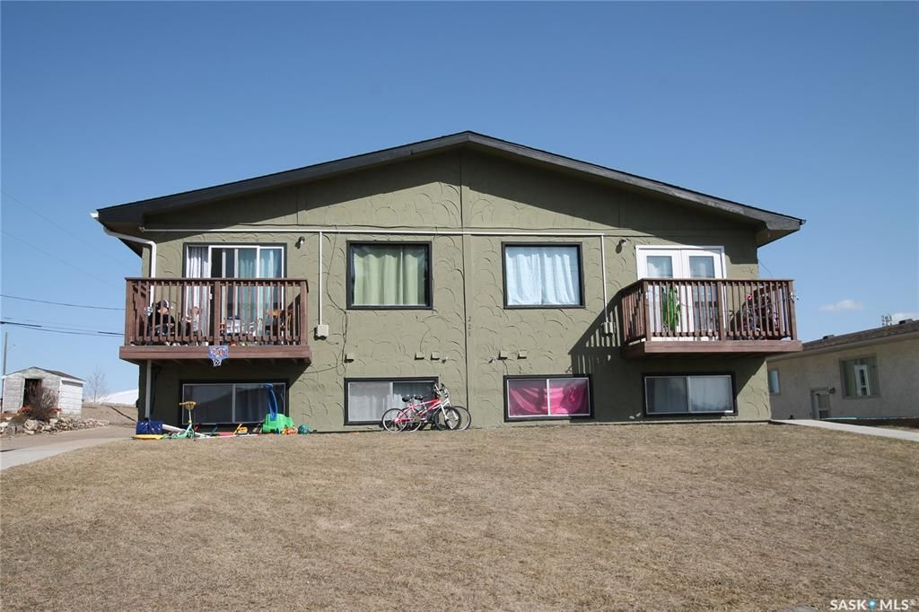 Main Photo: 225 18th Avenue Northeast in Swift Current: North East Residential for sale : MLS®# SK849351