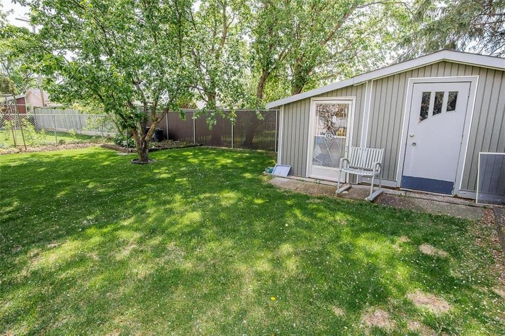 Photo 28: Photos: 128 Sterling Avenue in Winnipeg: Meadowood Residential for sale (2E)  : MLS®# 202011390
