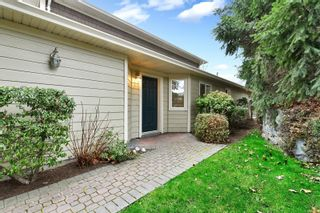 Photo 2: 6 4165 Rockhome Gdns in : SE High Quadra Row/Townhouse for sale (Saanich East)  : MLS®# 866458
