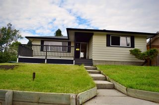 Photo 4: 415 Penswood Road SE in Calgary: Penbrooke Meadows Detached for sale : MLS®# A1137729